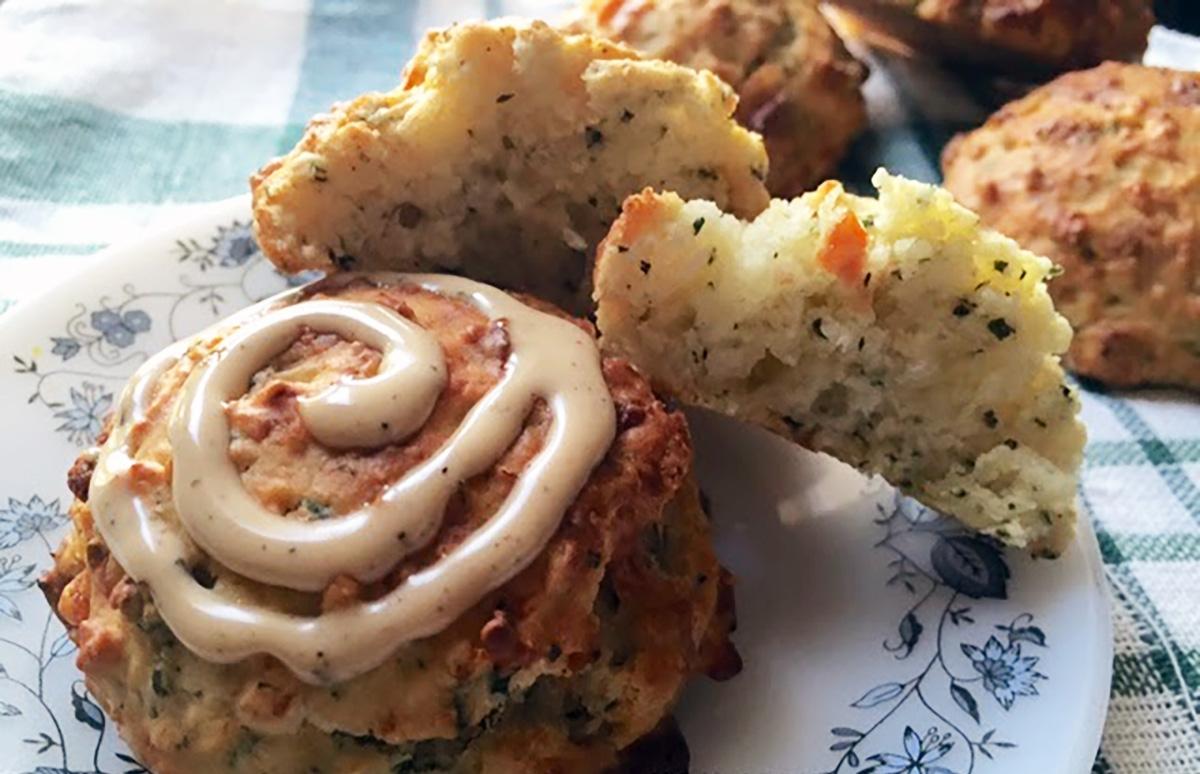 Бисквиты с базиликом и сыром чеддер