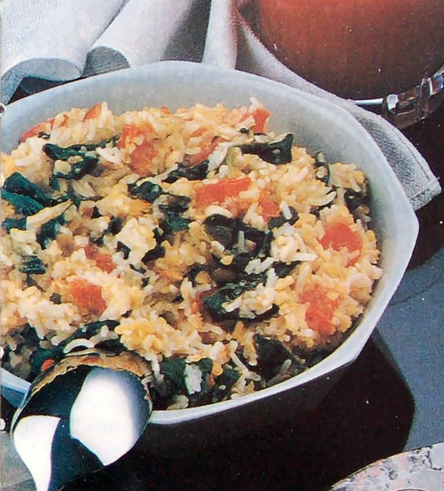 Гили кичри - блюдо из риса, дала и шпината