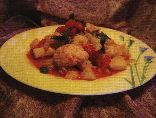 Картофель с помидорами и цветной капустой